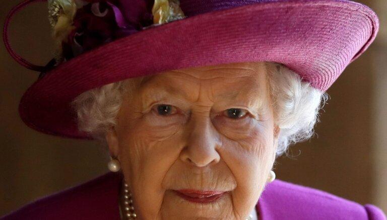 Lielbritānijā klusi atzīmē karalienes Elizabetes II 94. jubileju