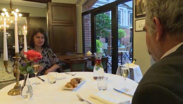 Video: Saimniekšova Neldijas pirmā reize restorānā