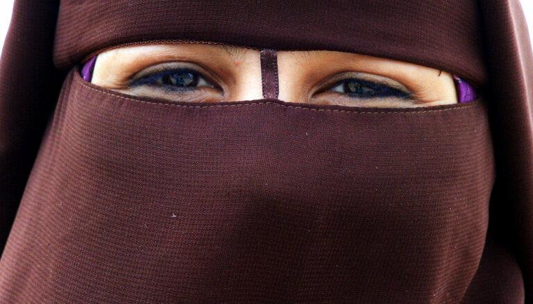 Dānijā tūristi soda par sejas aizsegšanu sabiedriskā vietā