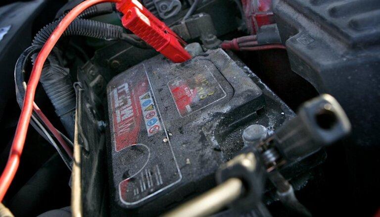Kāpēc jāpārbauda auto akumulators un aizdedzes sveces