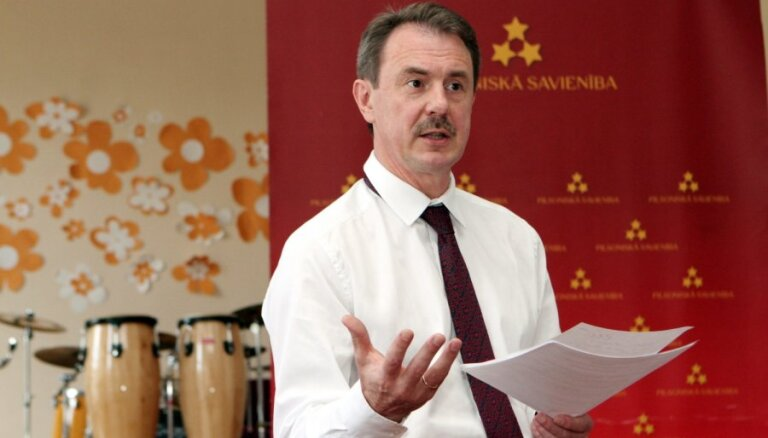 """Кристовскис призвал Лембергса """"продемонстрировать достоинство"""" и уйти с поста главы Вентспилсского порта"""