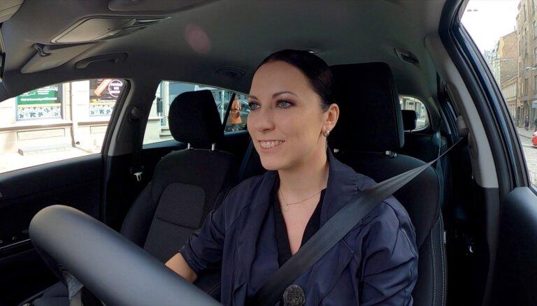 Video: Aija Vītoliņa izmēģina 'Kia Sportage' īpašo 'Black Edition' versiju