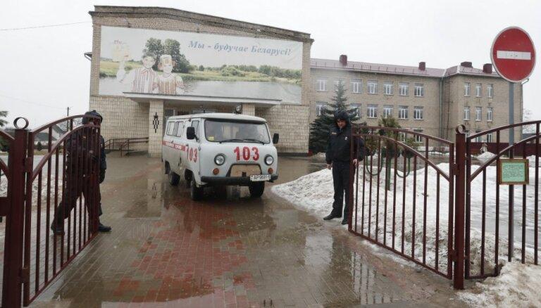 Baltkrievijā skolnieks ar nazi nogalina skolotāju un skolnieku