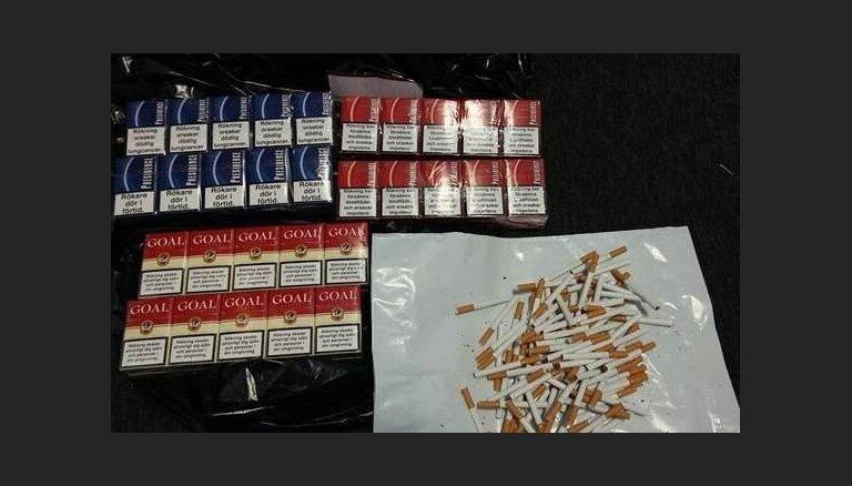 Латвийцы продолжают активно покупать контрабандные сигареты, топливо и алкоголь