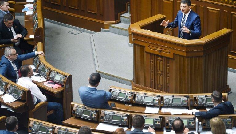 Ukrainas parlaments neļauj valdībai demisionēt
