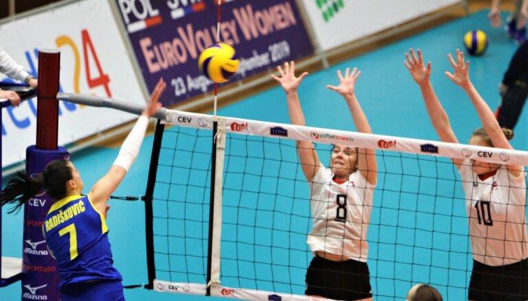 Latvijas sieviešu volejbola izlase aizvada labu pirmo setu, bet piekāpjas bosnietēm