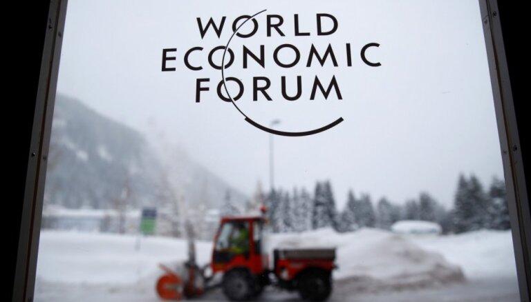 Tramps atceļ ASV delegācijas braucienu uz Davosas forumu