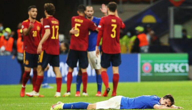 Spānijas futbolisti pārtrauc Itālijas 37 nezaudēto spēļu sēriju