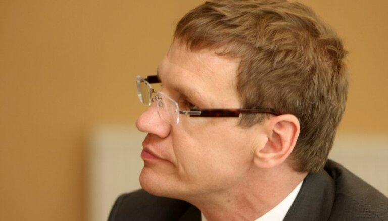 Ozola gaušanās par 'stulbo' ES fondu reformu sanikno Finanšu ministriju