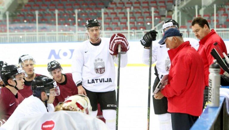 Latvijas izlases pirmais treniņš Vasiļjeva vadībā notiek bez vairākiem 'ārzemniekiem', bet ar Miļunu uz ledus