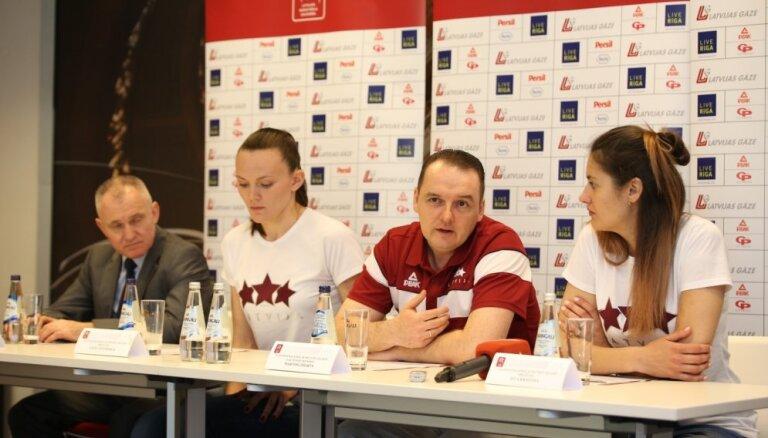 Latvijas sieviešu basketbola izlases galvenais treneris akcentē komandas saliedētību un raksturu