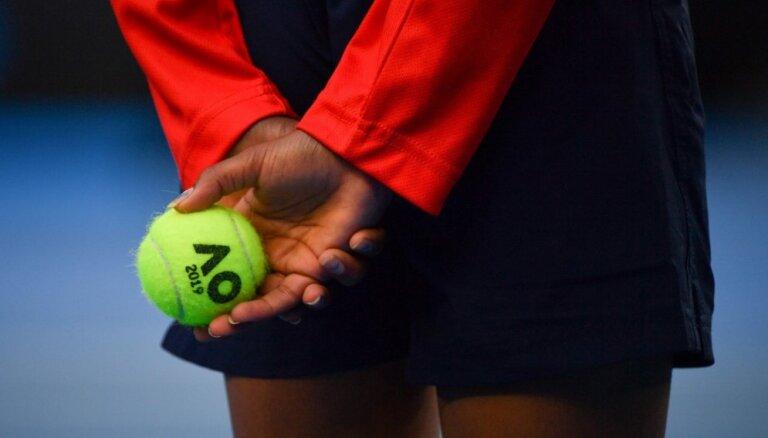Latvijas jaunā tenisiste Bartone sasniedz 'Australian Open' junioru sacensību astotdaļfinālu