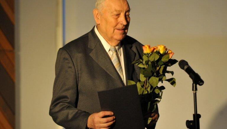 Mūžībā aizgājis izcilais tenors Kārlis Zariņš