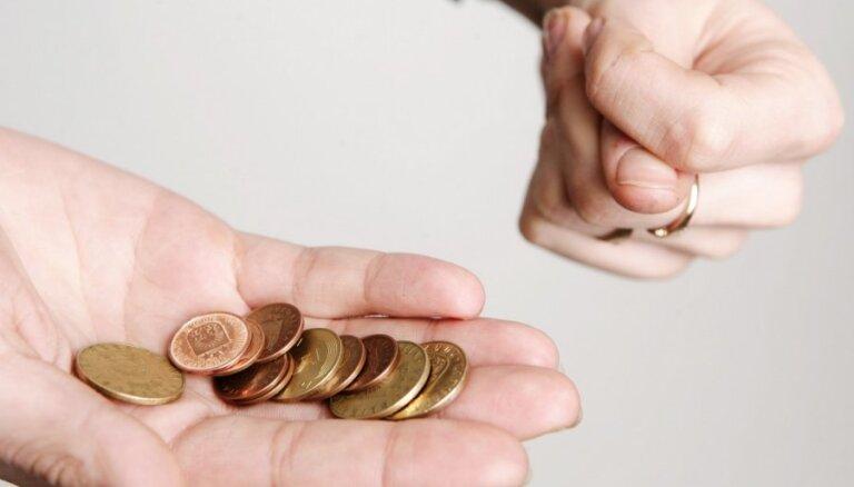 Опрос: жители Латвии терпимо относятся к неплательщикам налогов и пошлин