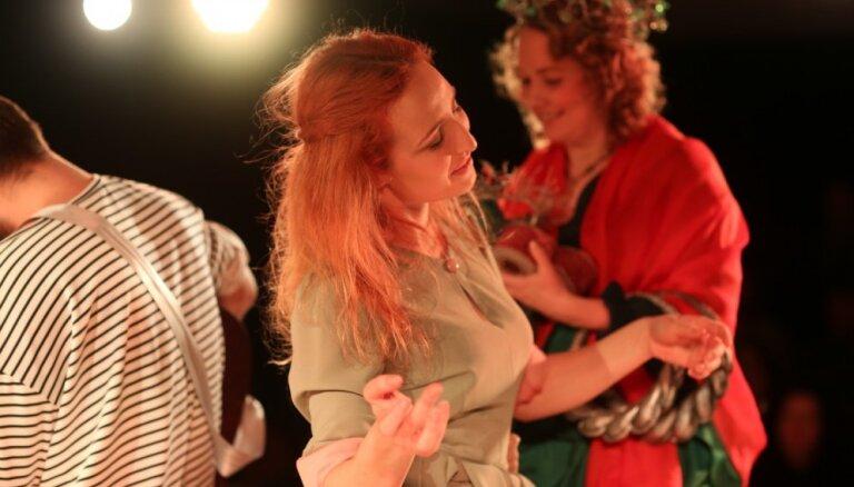 Foto: Daugavpils teātrī pirmizrādīts Viestura Roziņa iestudējums 'Kliedzēji'