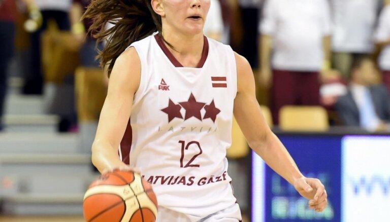 Latvijas basketbolistes pārbaudes turnīru Čehijā atklāj ar uzvaru pret mājiniecēm
