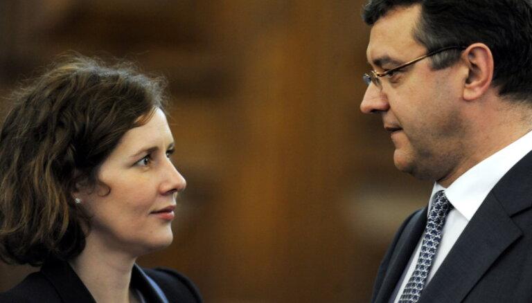 Коалиция не поддержит требование отставки Рейрса и Рейзниеце-Озолы