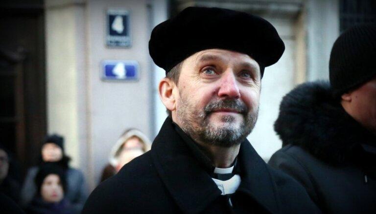 """Архиепископ Ванагс на Пасху рассказал, что при пожаре Нотр-Дама """"бог был везде"""""""