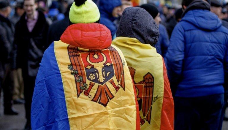 Foto: Kišiņevā tūkstoši pulcējas Besarābijas un Rumānijas apvienošanas simtgades mītiņā