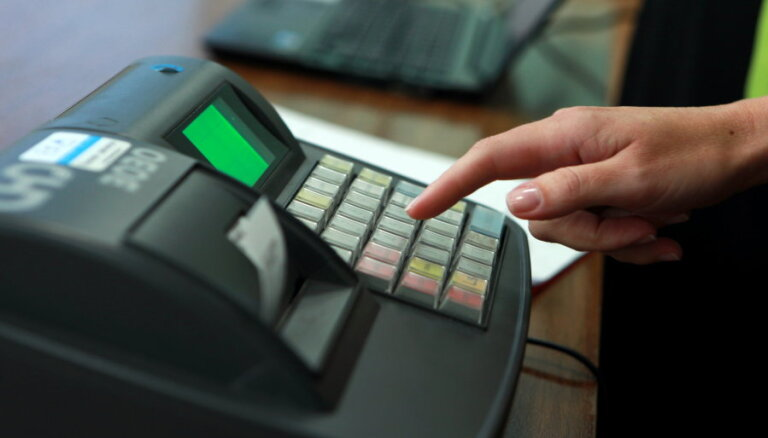 Jaunuzņēmums radījis risinājumu, lai novērstu nodokļu krāpniecību skaidras naudas uzskaites sistēmā