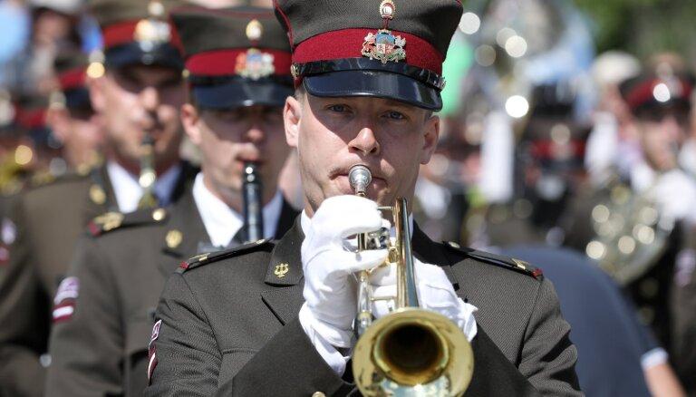 Бывшего главу оркестра Латвийской армии будут судить за незаконную сдачу барабанов китайцам