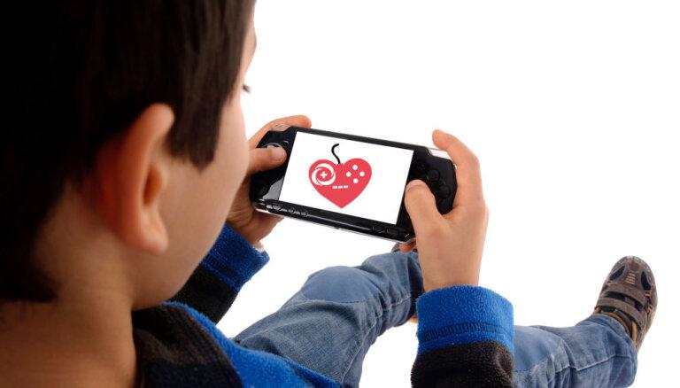 Vecākiem veicamie priekšdarbi bērnu digitālajai drošībai vasaras brīvlaikā
