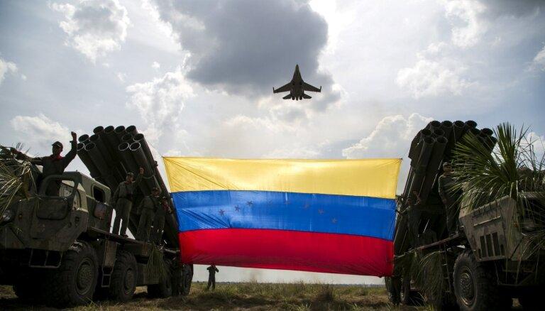 Krievija izvedusi militāros speciālistus no Venecuēlas, jo Maduro neesot naudas, ziņo WSJ