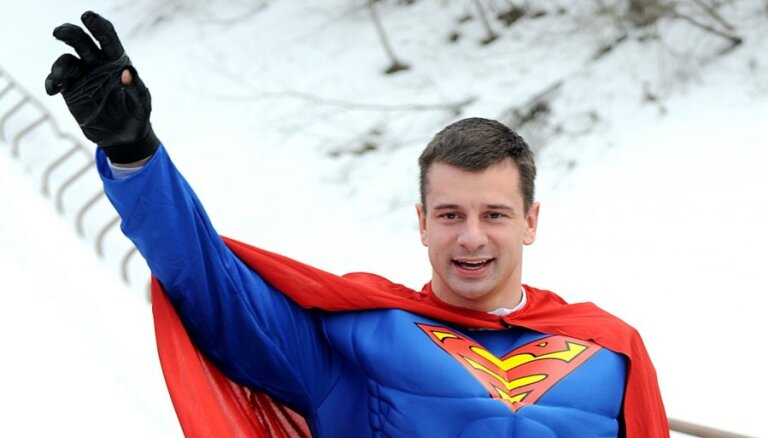 Мартин Дукурс предстал на трассе в роли Супермена