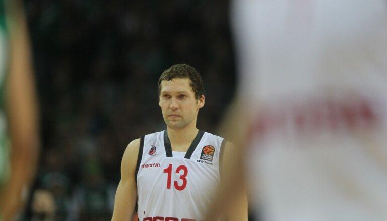Strēlnieks palīdz 'Brose' basketbolistiem nonākt uzvaras attālumā no Vācijas čempionāta fināla