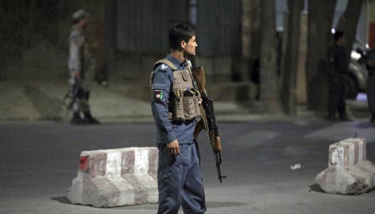 Kaujinieki uzbrukuši Afganistānas aizsardzības ministra mājai