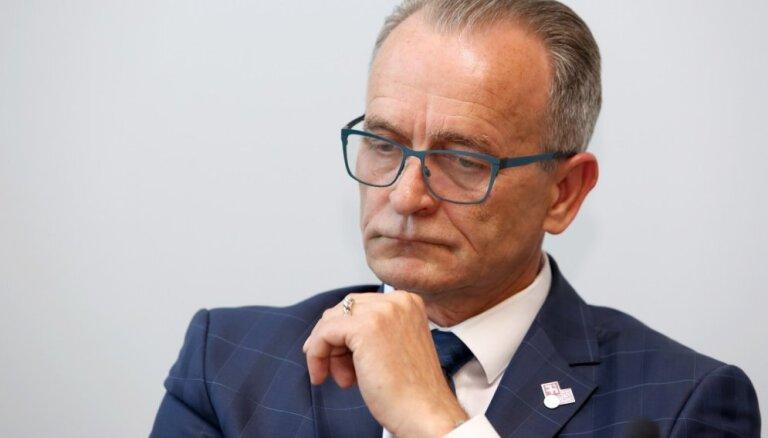 """Служба госбезопасности проверит высказывание экс-министра о поведении """"не говорящих по-латышски"""" подростков"""
