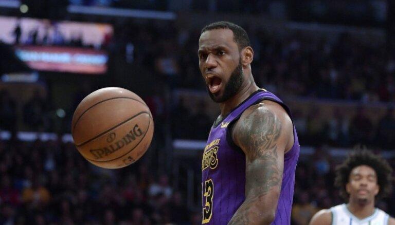 Džeimss un Durants nosaukti par NBA Zvaigžņu spēles komandu kapteiņiem