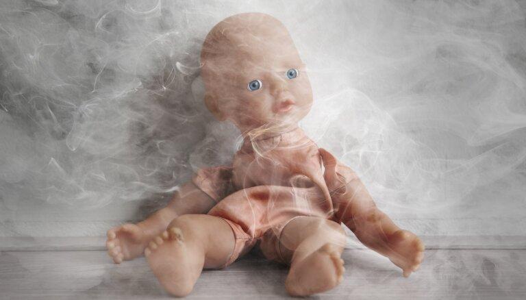 Smēķēšana bērna klātbūtnē pielīdzināma vardarbībai; pulmonoloģe atklāj pasīvās smēķēšanas ietekmi uz mazuli