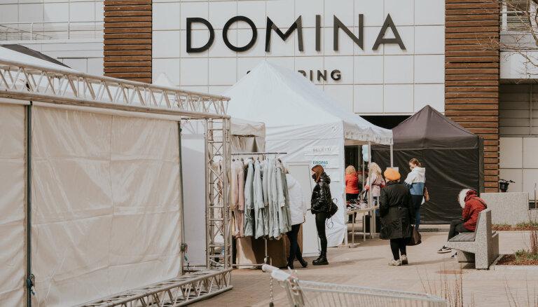 В палатках возле Domina Shopping можно приобрести товары от 15 торговцев