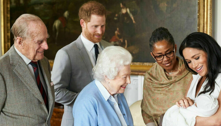 Izziņots britu prinča Harija un hercogienes Meganas dēliņa vārds