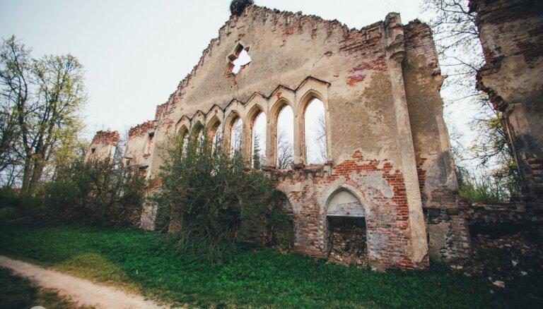 Citāda Latvijas iepazīšana: būves, no kurām vairs pāri palikušas vien drupas