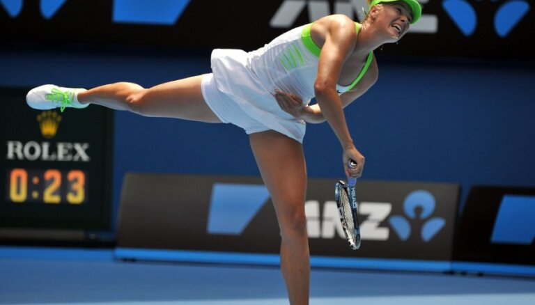 Реноме российского тенниса поддержали Шарапова и Звонарева