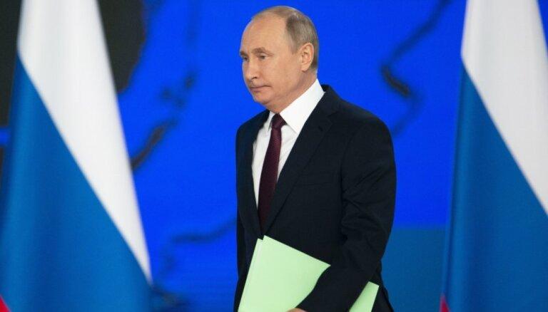 Putins vēl vairāk atvieglo Krievijas pasu izsniegšanu Ukrainas pilsoņiem