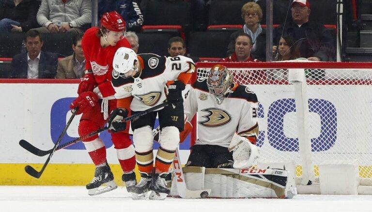 'Ducks' hokejisti piedzīvo 12. zaudējumu pēc kārtas