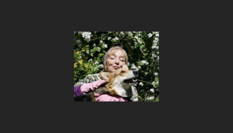 'Zelta Zivtiņas' seriālā pie lomas ticis Anglijas karalienes iecienītākās šķirnes suns