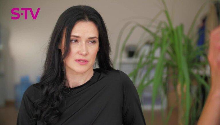 Solvita Kabakova: 'sēdēt' mājās ar bērniem ir grūtāk nekā doties uz darbu