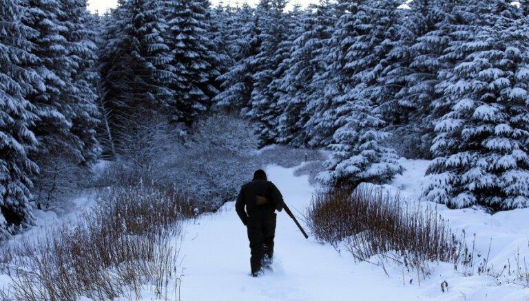 Aknīstes novadā par neatļautu pulcēšanos septiņi mednieki tiek pie soda
