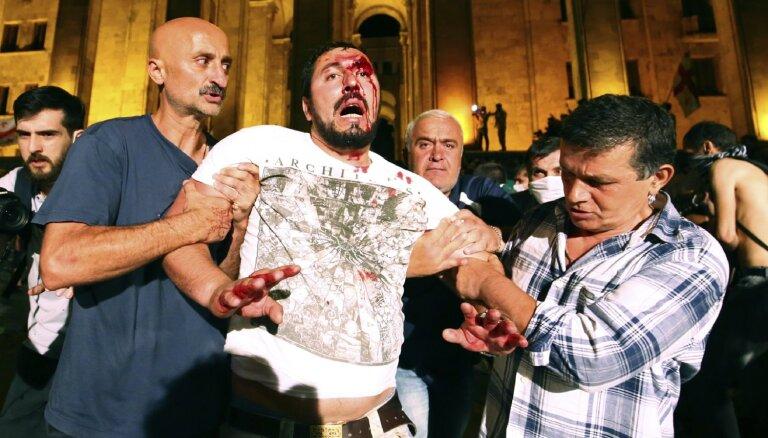 Попытка штурма парламента в Тбилиси: полиция применила спецсредства, есть пострадавшие