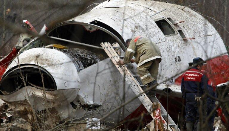 Krievija ļaus Polijas izmeklētājiem atkārtoti veikt Kačiņska lidmašīnas atlūzu izpēti
