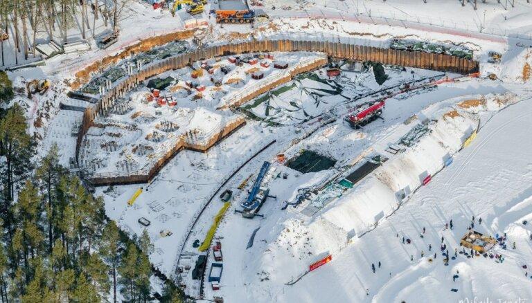 Foto no putna lidojuma: Mežaparka estrādes pārbūve nerimst arī ziemā
