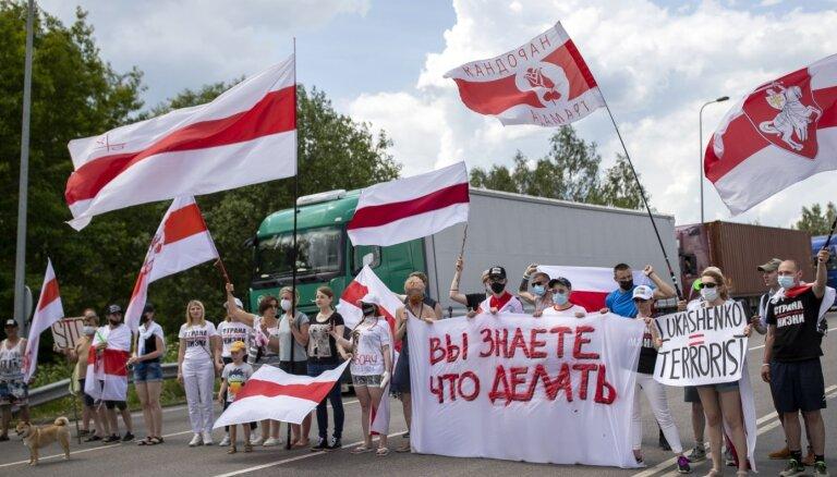 Lietuvā un Polijā aktīvisti sāk bloķēt ceļus uz robežas ar Baltkrieviju