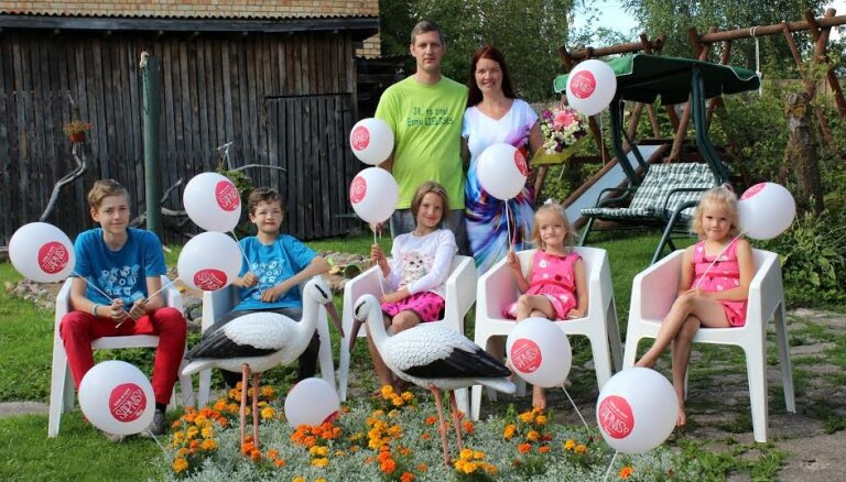 Rūpīgi un pārdomāti plānota 'triecienvienība' – piecu bērnu ģimene no Jelgavas