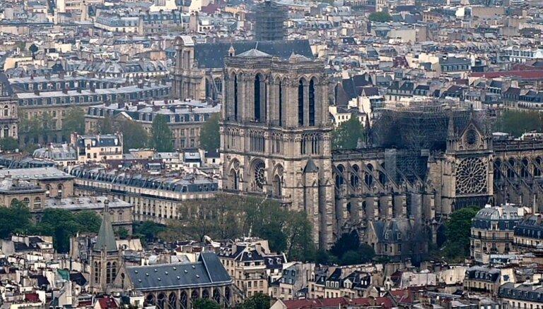 Foto: Kā pēc ugunsgrēka izskatās Parīzes Dievmātes katedrāle