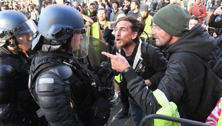 Francijā 16. sestdienu notiek 'dzelteno vestu' protesti