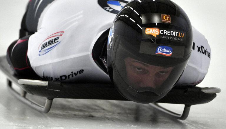Tomass Dukurs apsteidz brāli Martinu un Pasaules kausa pēdējā posmā izcīna trešo vietu